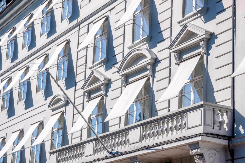 Fassadenmarkisen Muenchen 1900 1024x683 - Fassadenbeschattung